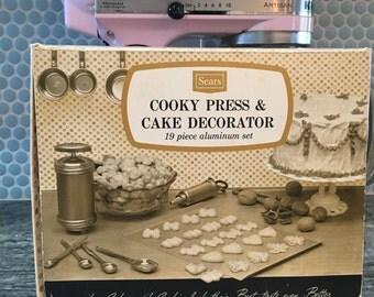 Retro Cookie Press and Cake Decorator Set