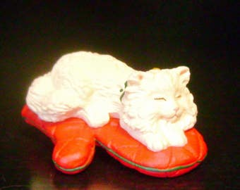 """Avon """"Cat Naps"""" - #2 in a Series - 1995 - Clip On Christmas Ornament"""