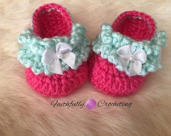 Newborn girl booties.. bright pink shoes.. dress shoes.. crocheted booties... ready to ship