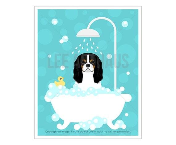257D Dog Prints - Tricolor Cavalier King Charles Spaniel in Bathtub Wall Art - Dog Bath Wall Decor - Cavalier King Charles Spaniel Dog Print