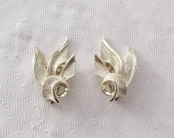 50s 60s Vintage Gold Tone Abstract Earrings by Lisner Clip On Style