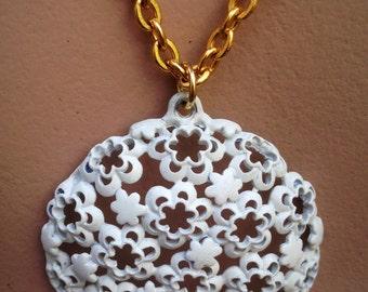 60s White Enamel Flower Necklace