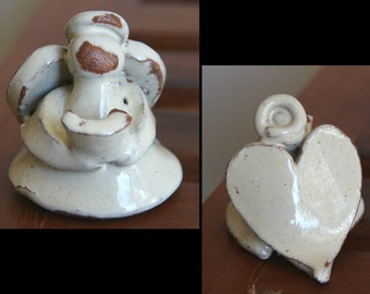 MESSENGER of LOVE: Small Vintage Pottery Angel with Hymnal / Bible, Heart-shaped Wings, Handcrafted from Red Clay & Cream Glaze, Christmas