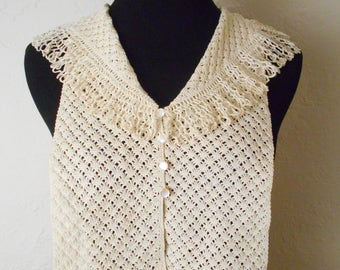 Vintage White Crocheted Collar / Dickie with Buttons