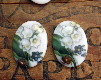 Vintage Glass Cabochon Lily of the Valley Flower Cabochon 25x18mm Oval Cabochon (2) J144