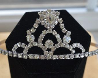 Pretty Vintage Rhinestone Princess Tiara, Silver tone, Prom, Wedding