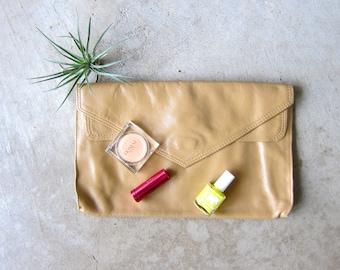 80s Beige Leather Clutch Basic Envelop Fold Over Handbag Vintage Leather Hand Bag Boho Purse Minimal Clutch Simple Hipster Bag DELLS