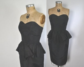 SALE 50% OFF Sweetheart Black Dress / 1950s wiggle style / Medium