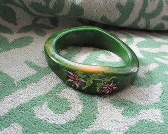 Fabulous Vintage Thick Green BAKELITE Bangle BRACELET With Hand Painted Flowers