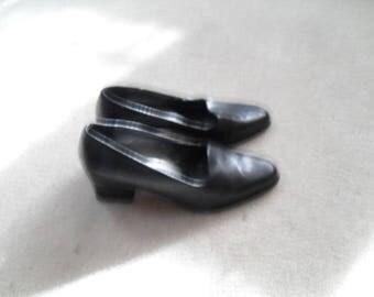 vintage 90s black heels sz 5