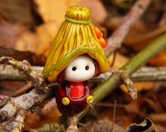 Little Garden Gnome with Straw Hat glass bead