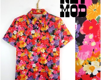 Happy Flower Power Vintage 70s Multicolor Floral Novelty Pattern Short Sleeve Top!