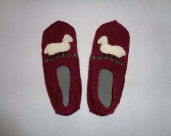 Burgundy slippers - Sheep slippers - Woolen slippers - Burgundy socks - Fury sheep - Burgundy sheep socks - Warm winter slippers