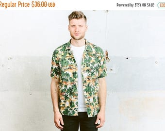 WEEKEND SALE . Mens Summer Shirt . Vintage 70s Pattern Shirt Button Down Hawaiian Palm Tree Print Short Sleeve Shirt Beach Ibiza Shirt . siz