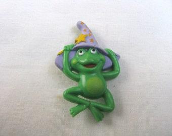 Hallmark green frog w/ wizard hat 1985 brooch pin