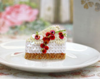 Cheese cake Brooch, Redcurrant berries Brooch, Kawaii Food Jewelry, White Cream Cake, Red Vanilla Brown, Felt Embroidery, Statement Brooch