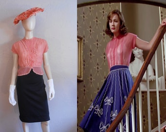 Ascending Stares - Vintage 1940s 1950s Coral Pink Sheer Nylon Ruffle Lace Blouse - 34