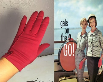 Girls On Holiday - Vintage 1950s Red Nylon Wristlet Gloves w/Button Detail - 6.5