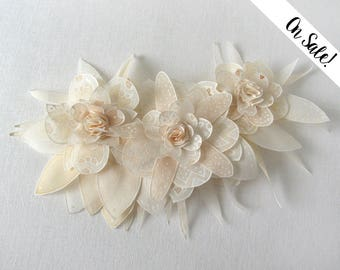 Ivory white beige champagne silk flowers brooch - hand painted silk wedding brooch ***Item on sale*** Previous price : 58.50 EUR