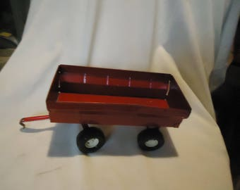 Vintage Ertl Red Metal Toy Farm Trailer, collectable
