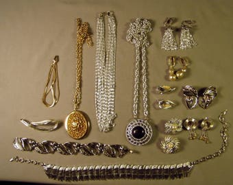 Vintage Lot Sarah Coventry Signed 2 Bracelets 4 Necklaces 6 Pairs Earrings 1 Pin Includes 3 Sets 9225