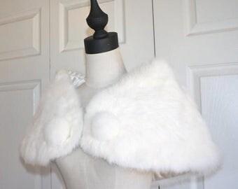 50% OFF SALE White Rabbit Fur Stole . Vintage 1950s 60s Romantic Evening Party Prom Wedding Bridal Wrap Capelet . Pom Poms
