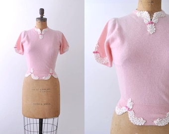 60 pastel pink top. 1960's cashmere sweater. vintage. white lace. bow. s.