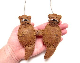 Christmas Ornament, Pair of Otters Ornament, Felt Christmas Ornament, Felt Otter Ornament, Felt Otter Pair
