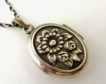Sterling silver art deco style oval French locket and chain