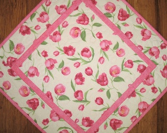 Floral Table Topper, Spring, Floral, quilted, Summer, handmade