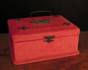 Antique Victorian Red Velvet Jewelry Box / Velvet Jewelry Case /  Victorian Metal Handle and Latch / Trinket Box / Ring Box