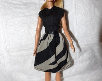 Cute dress in black & grey print for Fashion Dolls - ed939