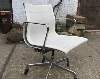 Herman Miller Eames Aluminum Management Office Chair