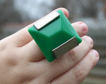 Vintage Huge Mod Green Plastic Ring