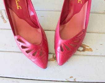 1980s PINK LEATHER Fancy Heels...size 8 womens....shoes. heels. pumps. hot pink. retro. fancy. classic. 80s accessories. pink heels. party