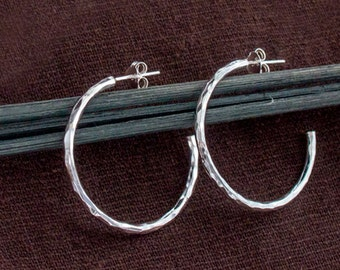 1 pair of 925 Sterling Silver Hammered Hoop Earrings 2x30 mm.  :er1072