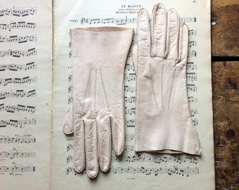 Vintage Ladies Blush Pink Leather Gloves - Wedding Decor