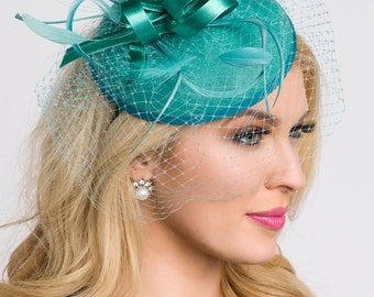 """Emerald Green Fascinator - """"Juliet"""" Emerald Green Round Felt Sinamay Hat w/ Feathers and Satin Ribbons"""