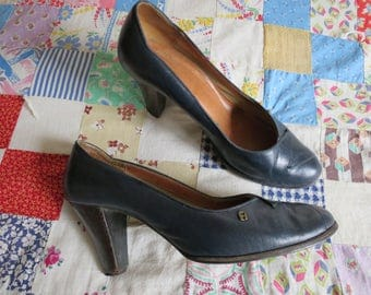Vintage Navy Blue Leather Heels, size 8M, Stacked Wood Heels, Thick Leather Sole, Dressy Secretary Pumps