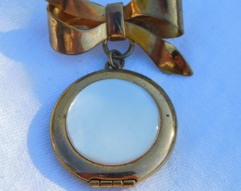 Vintage Gold Tone and Pearl Ribbon Pin or Brooch Photo Locket   Dr47