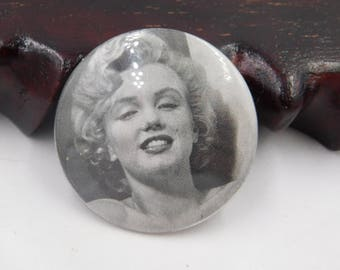 Vintage Black and White Photo of Marilyn Monroe Pin Pinback Button Dr29