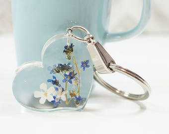 Cute small heart and blue Forget me not flower keychain/keycharm - clear resin, real pressed flower, purple, flower of month, February