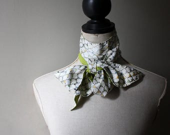 Natural Skinny Scarf with Hand Embroidery. Lime green Organic Cotton and Vintage Kimono Silk. Écharpe en Soie et Coton Bio.