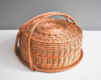 Vintage Portable Wicker Cake Carrier and Paper Plate Chargers