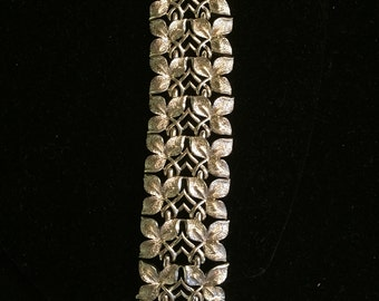 "Beautiful Vintage Goldtone ""Coro"" Bracelet"