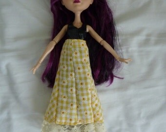 New hand sewn ever after high doll skirt, yellow checks, daisies and lace vintage style with popper fasters