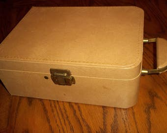Vintage tan retro flat top suitcase, portable Travel liquor bar case with key, 12.5 x 9 Vogue of California..Reduced..WAS 21.99