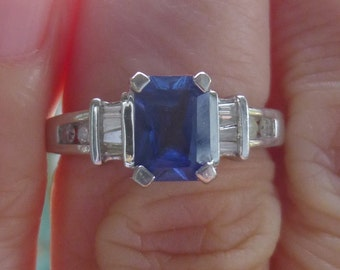 Beautiful Sapphire and diamond ring in white gold