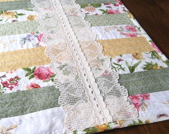Quilted table runner pastel prints • shabby chic tablerunner • gift mom • lace table runner • handmade table runner • cottage chic • boho