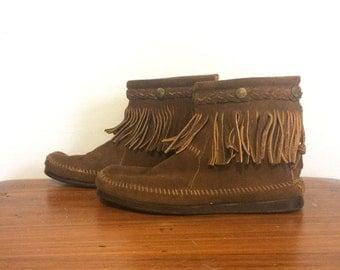 Vintage 80s Minnetonka Brown Suede Fringe Moccasins / Hippie Boho Ankle Boots / size 7